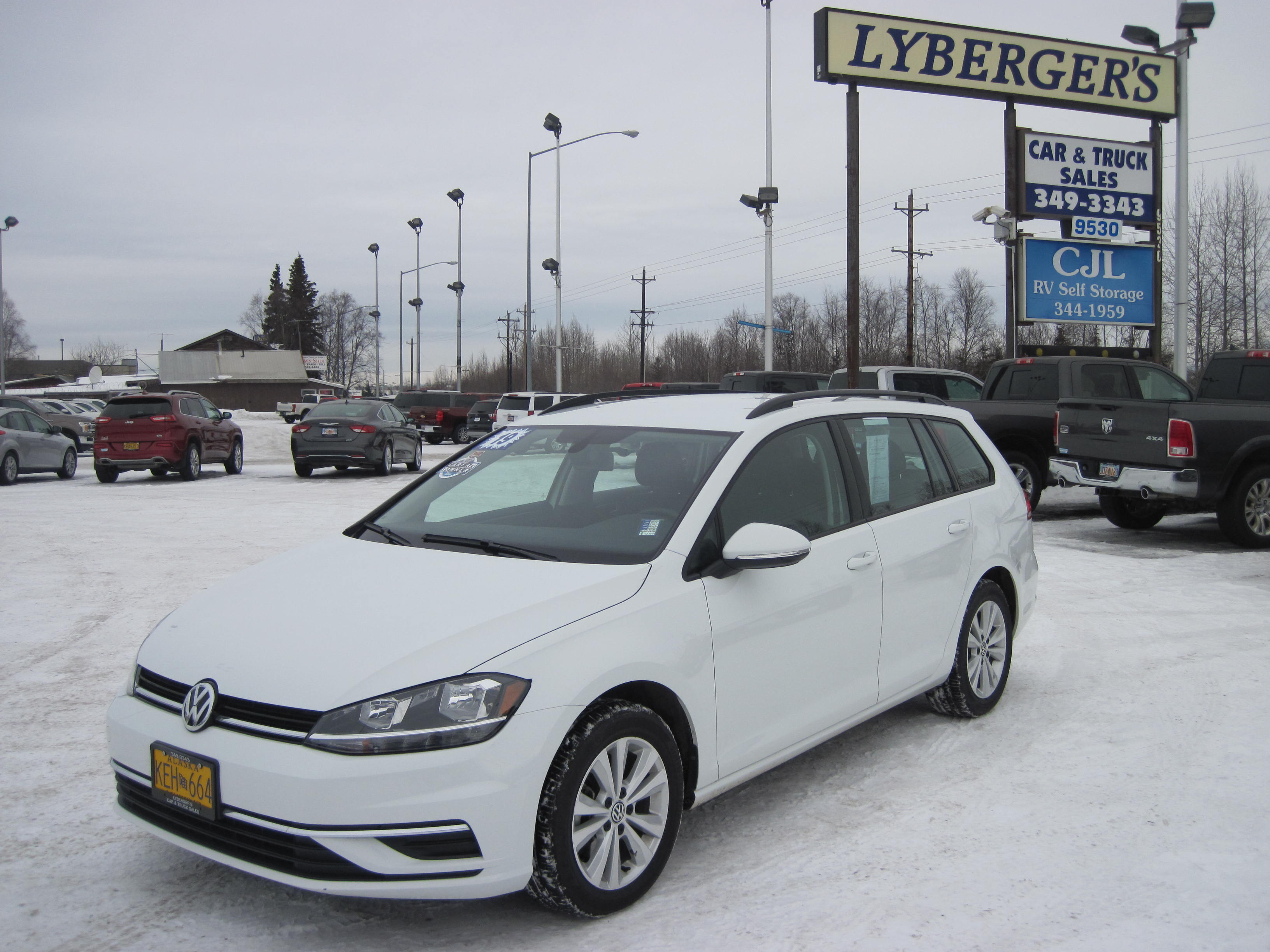 2019 white /black Volkswagen Golf SportWagen 1.4T S 4Motion 6A (3VW117AU4KM) with an 1.8L L4 DOHC 16V engine, 6A transmission, located at 9530 Old Seward Highway, Anchorage, AK, 99515, (907) 349-3343, 61.134140, -149.865570 - Photo #0