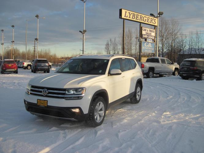 2019 white /black Volkswagen Atlas V6 SE w/Technology AWD (1V2UR2CA5KC) with an 3.6L V6 DOHC 24V engine, 8A transmission, located at 9530 Old Seward Highway, Anchorage, AK, 99515, (907) 349-3343, 61.134140, -149.865570 - Photo #0
